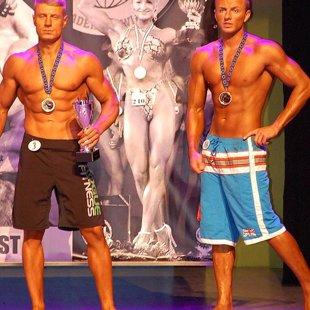 Oskars Ruperts (no kreisās) 1.vieta Men's Physique (Model Class)