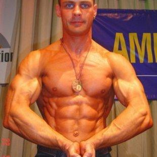 Aivars Birznieks  Latvijas čempions fitnesā. Starptautisko sacensību medaļnieks.
